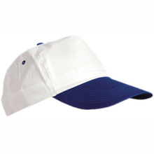 Двуцветна шапка с козирка С688