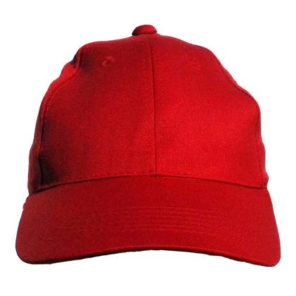 Червена шапка с козирка С134